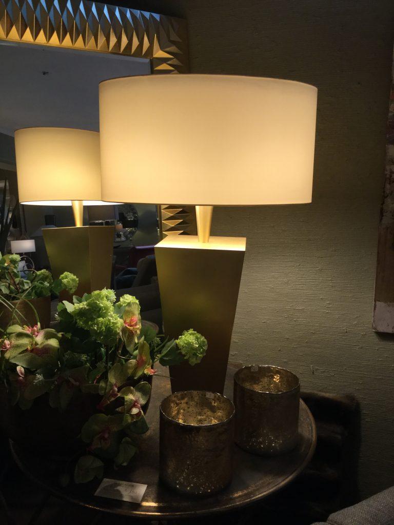 Lampe Goldfuß kubisch