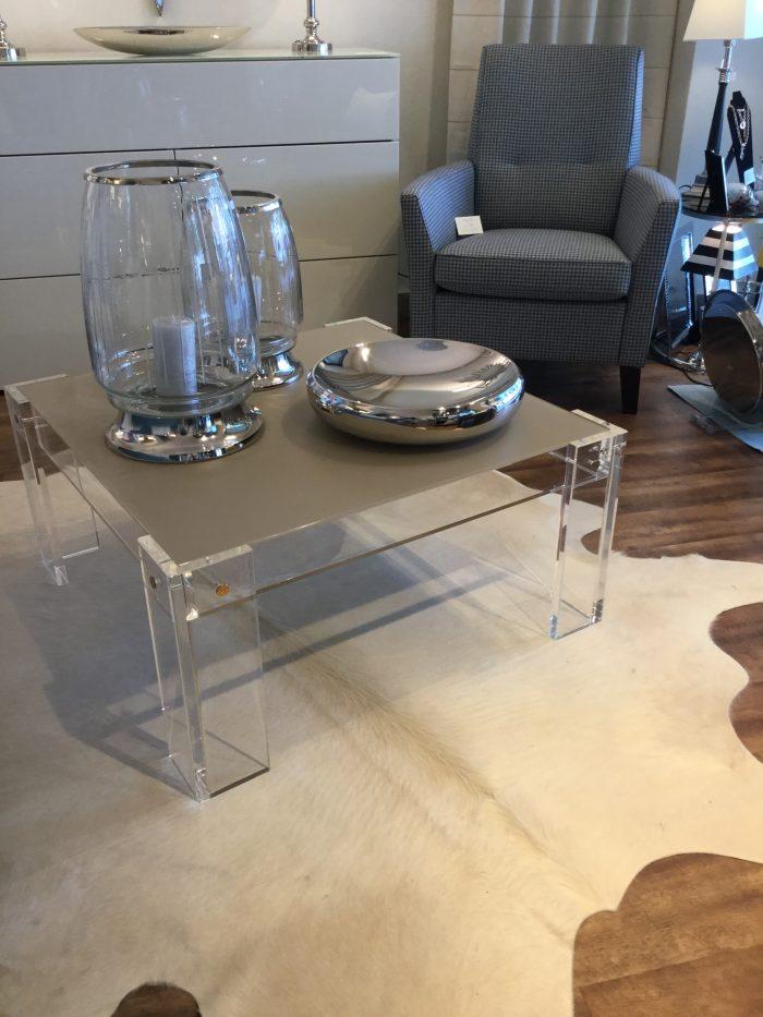 Acryl Couchtisch mit Glasplatte lackiert