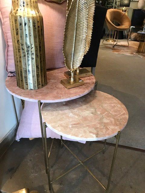 Zweier Beistelltisch mit Marmorplatte in rosa